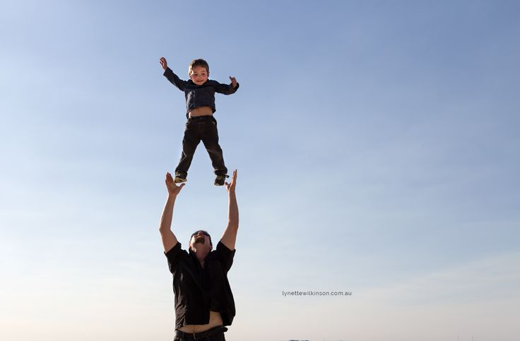 Dad throwing son up in the air #familyphotographyperth