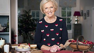 Mary Berry's Absolute Christmas Favourites. Chicken and gammon raised pie.