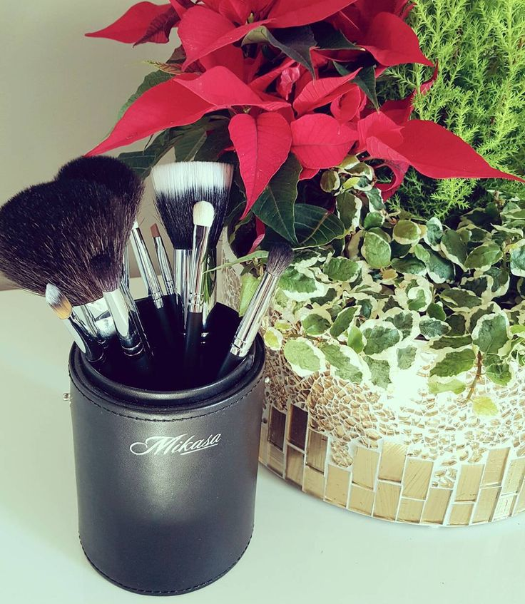 A few more weeks till Christmas!  Did you pick up your #mikasabeauty brushes for your loved ones?