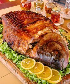 Tempo de preparo:  2h 00min  Rendimento:  8 porções   INGREDIENTES    1 peixe grande (cerca de 4 kg) uma carpa prateada ou capim serve be...