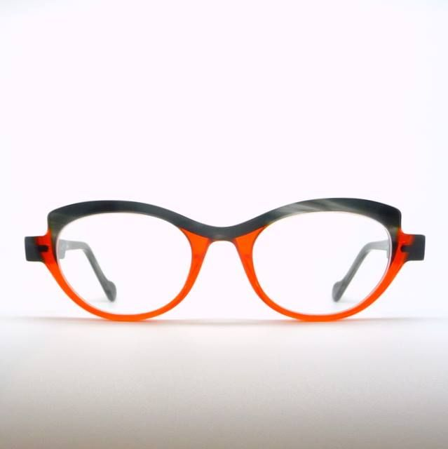 """Another variation of the #AnneEtValentin """"D-Sign"""". Mottled horn like brow and temple with a juicy transparent orange bottom.  Elegant and mouthwatering yummy!  #Kuske #KuskeEyewear #Nelson #Eyewear"""