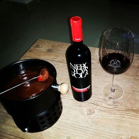 Repetindo a dose com um vinho Siciliano NERO D' AVOLA TOLA, chocolate e morango!! Delicia! www.chavesoliveira.com.br/(11) 2155 0871