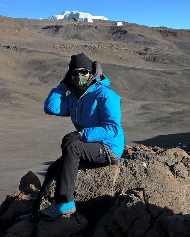 """Наш директор раздела красоты Даша Кузнецова покорила Килиманджаро. Три дня подъема ночь штурма (6000 ккал - не поленилась посчитать:)) два дня спуска. Горная болезнь ожоги и красота неземная. """"Смеялась когда моя подруга пожелала мне хорошего отдыха"""":)). Все-таки бесстрашные люди работают в редакции """"Татлера"""" - это вам не лежать в СПА. #каникулыредакции  via TATLER RUSSIA MAGAZINE OFFICIAL INSTAGRAM - Celebrity  Fashion  Haute Couture  Advertising  Culture  Beauty  Editorial Photography…"""