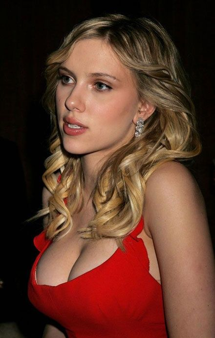 HOT DAMN SCARLETT. Is this a pic of Scarlett? Sorry, all I saw were boobs.