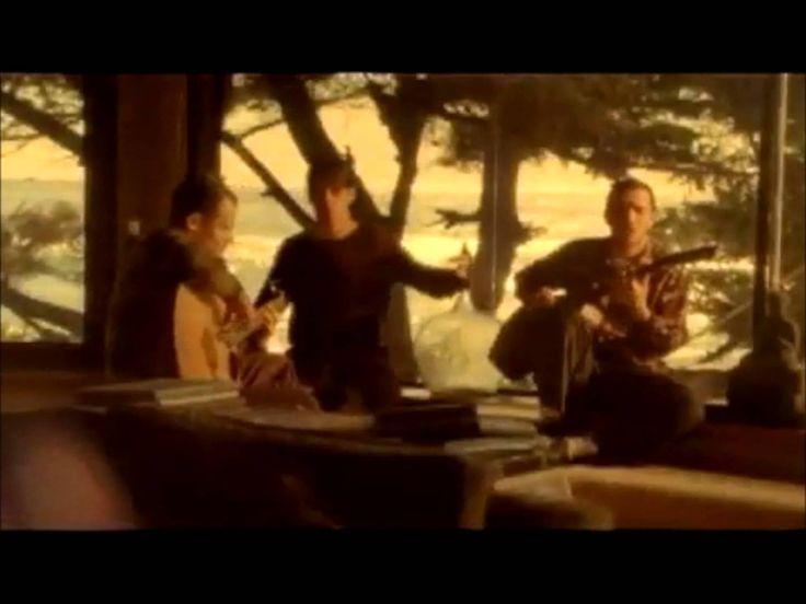 Red Hot Chili Peppers - Road Trippin' escapando de la ciudad tomando las carreteras