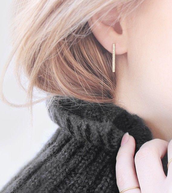 Diamond Line Drop Earrings / Vrai & Oro
