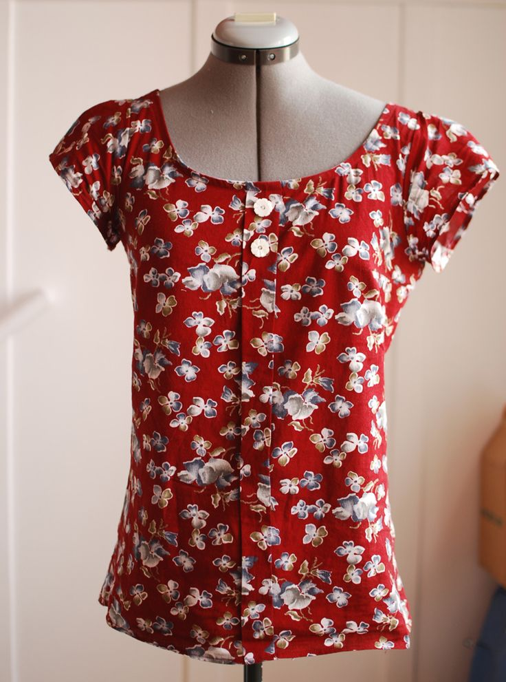 Seven versions of the Sorbetto blouse with free downloadable pattern--I really like this cut!