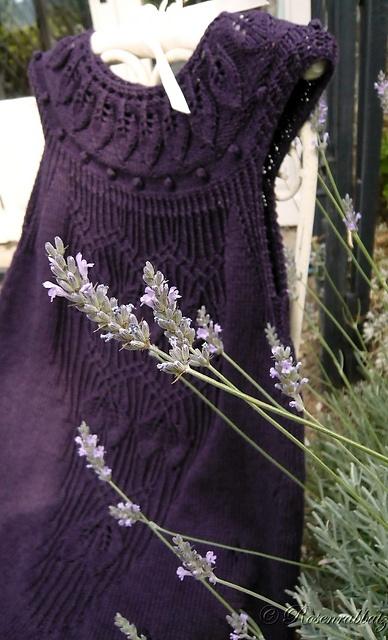 Ravelry: Rosenrabbatz's Butterblume using Lavinia by FadenStille. Beautiful detailed woman's dress.