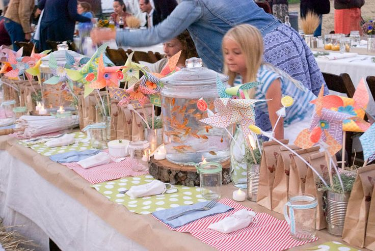 Most incredibly fun kids table at this wedding. Pinwheels and goldfish oh my!