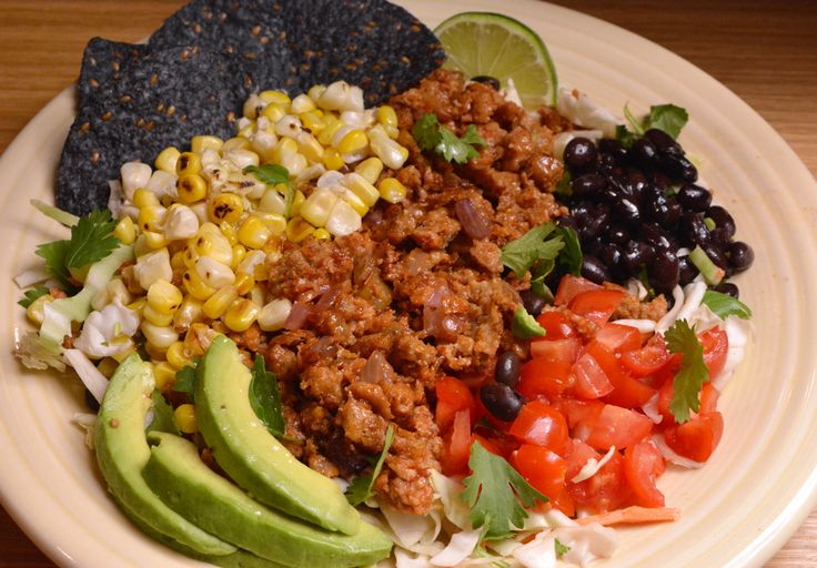 (vegan) Taco salad plate - 446 kcal & 40 grams of protein #goodnutrition #physicalactivity #goodfood #vegetables #JuicePlus #healthymeal #healthyfood #healthy #health #exercise #eatclean