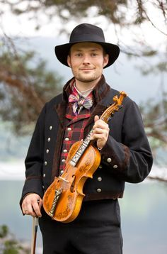 Folkwearcostum Traditionnel, Norwegian Culture, Man And A Fiddle, Norway People, Hardanger Fiddle, Guys Reminder, National Costumes, Norwegian Hardanger,