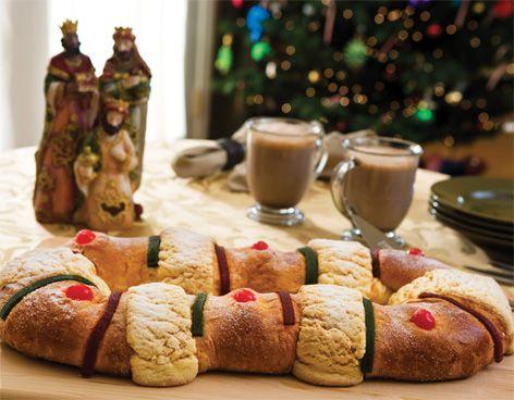 Como cada año, este 6 de enero las familias mexicanas se reunirán para celebrar el Día de los Reyes Magos, festejo que los niños pequeños esperan con gran ilusión para recibir juguetes, convivir y partir la tradicional rosca. Esta tradición fue tomada de la cultura romana por parte de la iglesia cristiana y recuerda la revelación de Jesús a los Reyes de Oriente. Se dice que la Rosca de Reyes, por su forma circular, simboliza el amor de Dios.