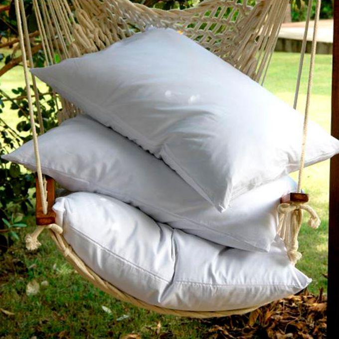 Os travesseiros de penas e plumas de ganso têm uma vida útil bem maior do que os travesseiros sintéticos. Também são capazes de retornar à sua forma original com facilidade e fazem uma troca de ar constante, evitando o acúmulo de calor e o desconforto durante o sono.