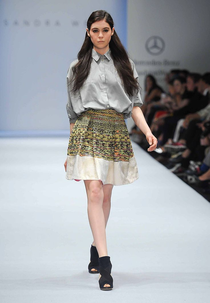 Color, vida y feminidad... el regreso de la sofisticada elegancia de @sandraweil en #MBFWMx http://buff.ly/1HtB7mB