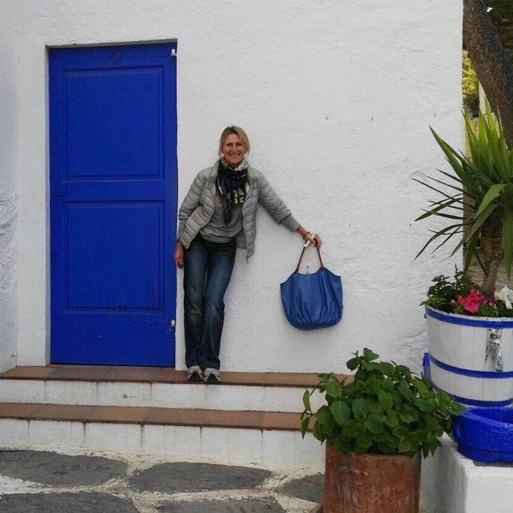 La Talega Sky de visita a la casa Dali #portlligat con nuestra amiga Concha. Leather shoulder Bag.