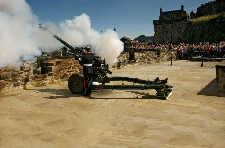 Witness the One o'clock Gun, Edinburgh's big bang!