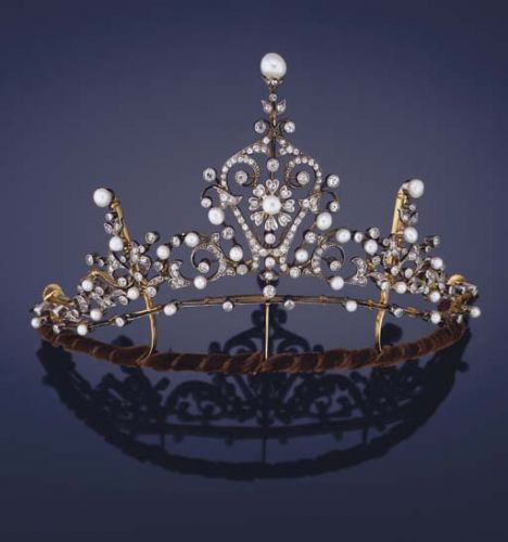 Vintage 3 Crowns Button