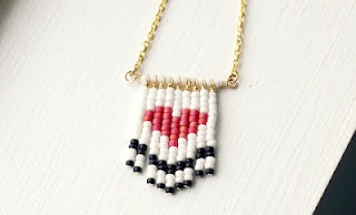 Beaded heart necklace...: Crafts Ideas, Beaded Necklaces, Diy Necklaces, Beads Necklaces, Diy Beads, Beads Heart, Heart Necklaces, Safety Pin, Diy Jewelry