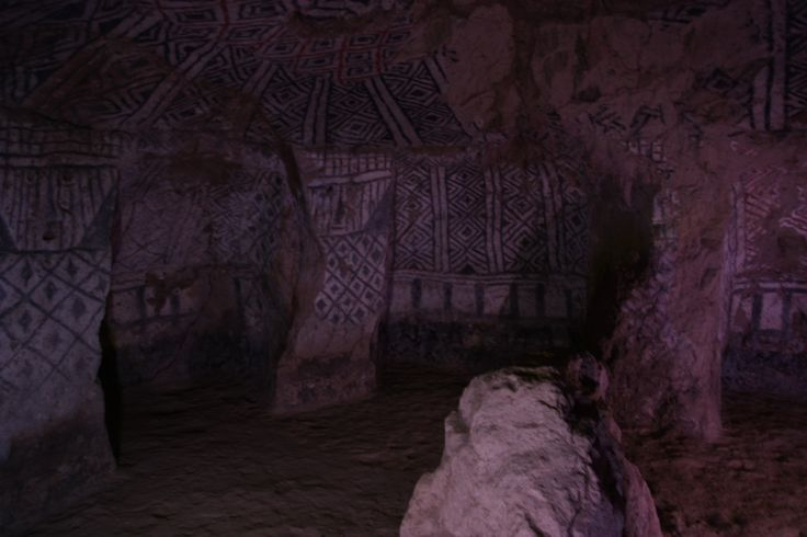 Another tumb in Tierradentro. The corpses, presents and gold were placed in the space between the colums.