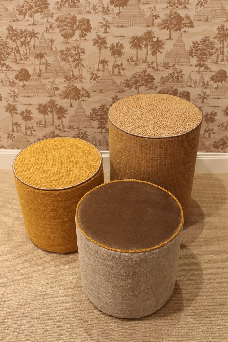 Ottomans have a cylindrical form, available in different sizes. The upholstered structure is covered in fabric or leather. The structure is made of plywood panels covered by  high density polyurethane foams.
