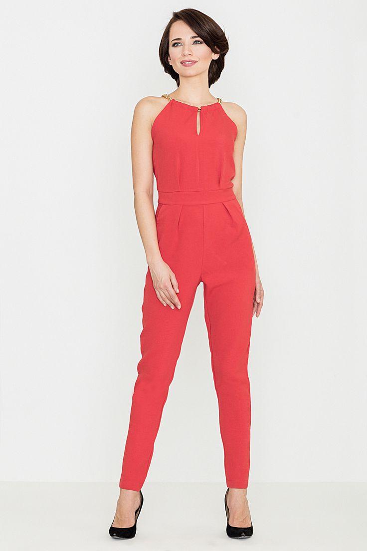 Red jumpsuit.  Czerwony kombinezon