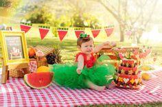 Curitiba, Kelli Homeniuk, Ensaio de bebê, 11 meses, 1 aninho, pré aniversário, bolo natural, bolo de frutas, bolo de melancia, idéias, smash the fruit, Smash The Cake, Cake Smash, bolo, externo, parque, vermelho, melancia, banana, abacaxi, decoração, diferente, saudável, menina, menino, edição linda, mágico,  chalkboard (41)9729-6585 ©Kelli Homeniuk - Fotografia Profissional