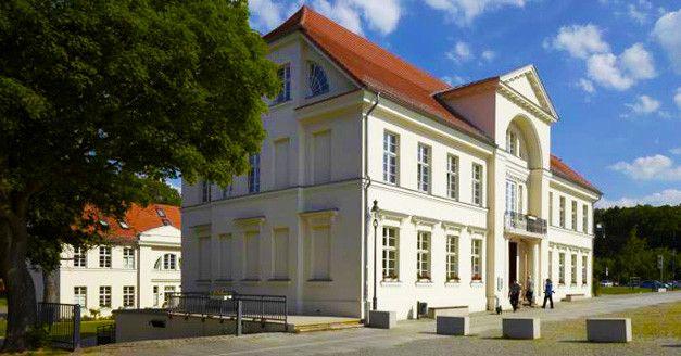 94€ | -48% | 3 Tage #Ostsee - #Entspannung & Mee(h)r im #First #Class #Prinzenpalais