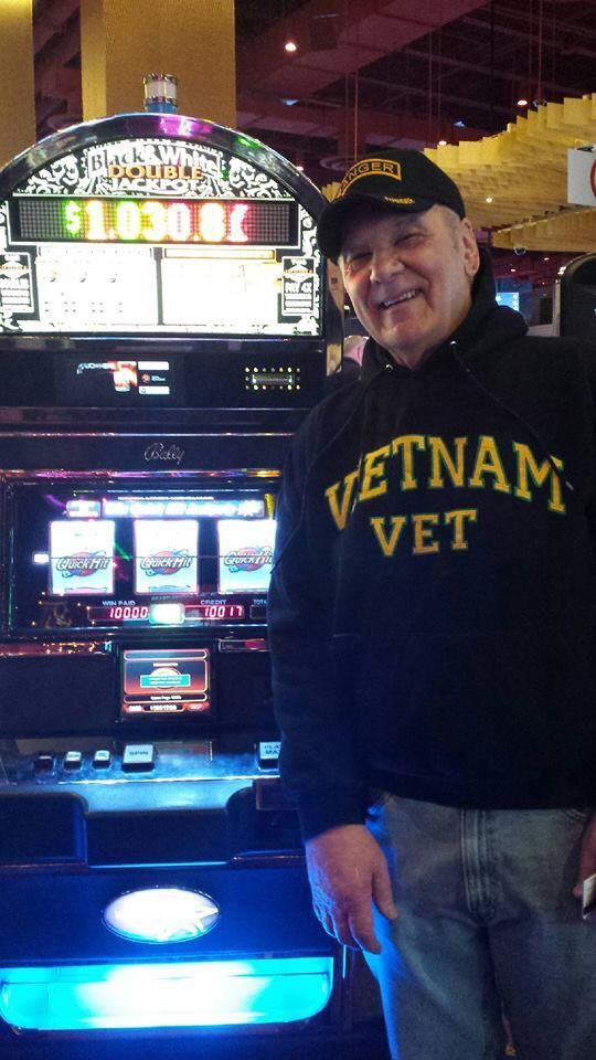Everett won $10,000 playing Black & White Double Jackpot at Harrah's Philadelphia