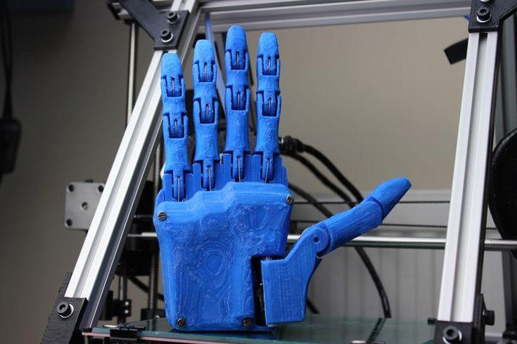 Dextrus es una mano robótica construida en 3D por Joel Gibbard, que tiene código abierto para poder ser utilizada y mejorada para los amputados