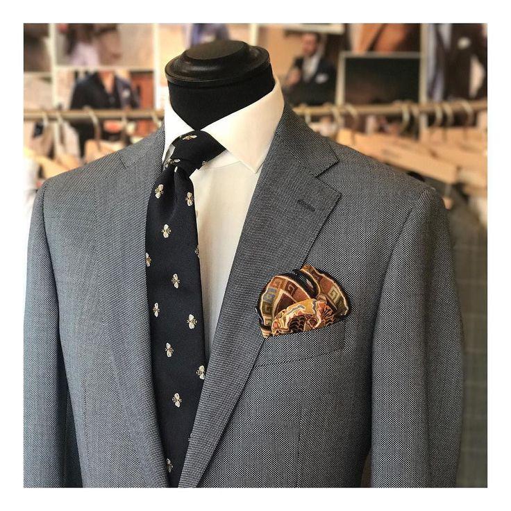 Bzzzzzzz #tie #details @drakesdiary @dormeuil1842 #suit