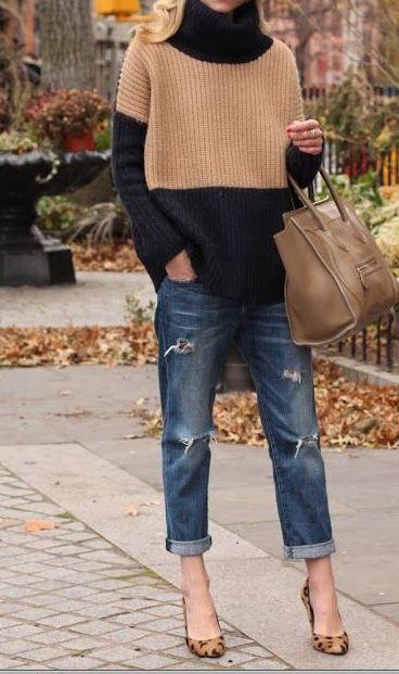 De broek! met grote oversize knit trui en pumps: