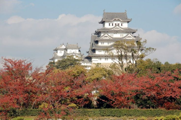 From the seventeenth century, the Himeji-jo is one of the few wooden castles still evident in Japan. Its architecture draws a large spiral with a triple moat. Its features have earned it a listing as a World Heritage Site by UNESCO in 1997.