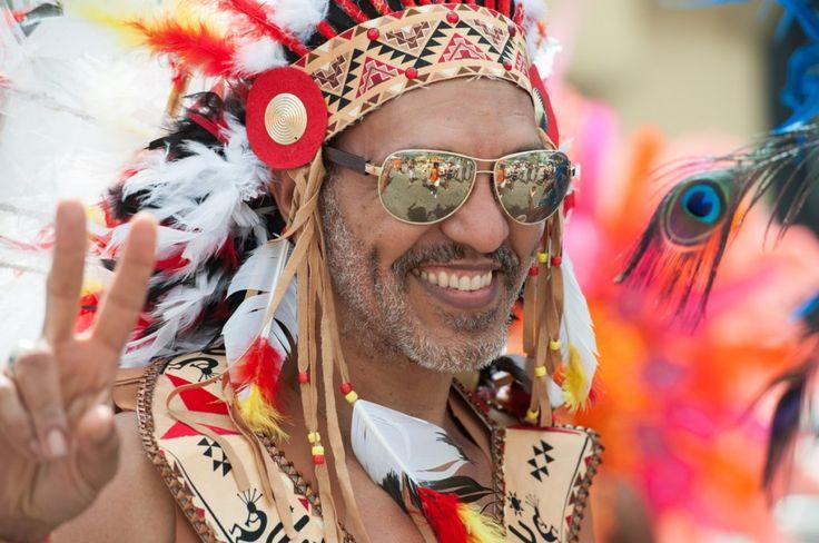Île paradisiaque des Caraïbes: les immanquables de Saint-Martin (Detour Local) -> Le Carnaval de St-Martin en Février pendant un mois www.detourlocal.com/saint-martin-caraibes-top-5-sxm/