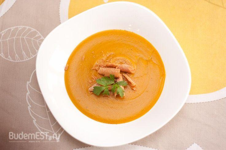 Даже когда есть совсем немного тыквы, можно приготовить изнее вкуснейшее блюдо!  Время приготовления: 20— 25 минут.  Вам понадобятся израсчета наодного человека:  — Тыква 125 гр. — Картофель 50 гр. — Фасоль (консервированная) 25 гр. — Морковь 25 гр. — Лук 25 гр. — Сельдерей 25 гр. — Оливковое масло, 1/2 ст.л. — Соль, повкусу — Черный перец, повкусу — Вода, 300 мл    Пошаговый рецепт сфото http://amp.gs/zfz9