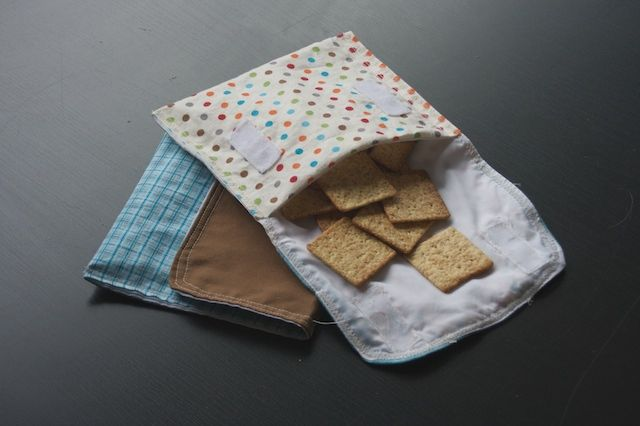 Like a good enviro-conscious Seattleite, I've been trying to reduce my usage of plastics and non-compostables. I realized the majority of plastic baggies we use are to hold dry snacks, and it seems like an awful waste to keep buying them, using them, and throwing them away. My friend stumbled upon some fabric reusable pouches on the internet, and per usual, I decided to try my hand at making a few!