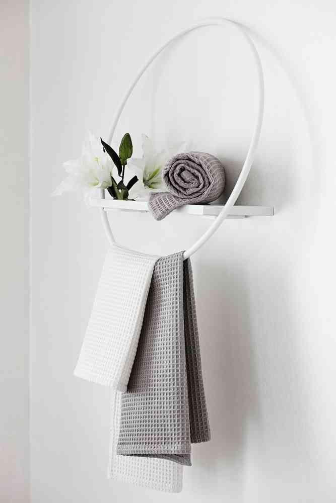 VOHVELI sai valkoisen ja harmaan rinnalle uuden värin, roosan. Pyyhe saatavilla koossa 50x70 cm ja 100x180 cm. #lennol #keittiö #kylpyhuone