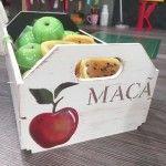 Caixa de maçãs com stencil