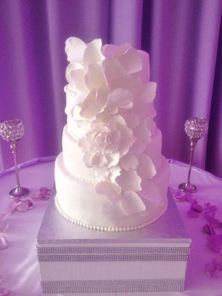 White Cake White Wedding Cake Lavender Wedding White Petal Cake White And Purple Wedding