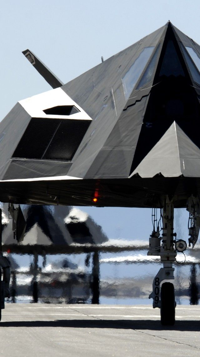 Nighthawk, Lockheed, F-117, stealth, attack aircraft, U.S. Air Force, stealth technology, runway