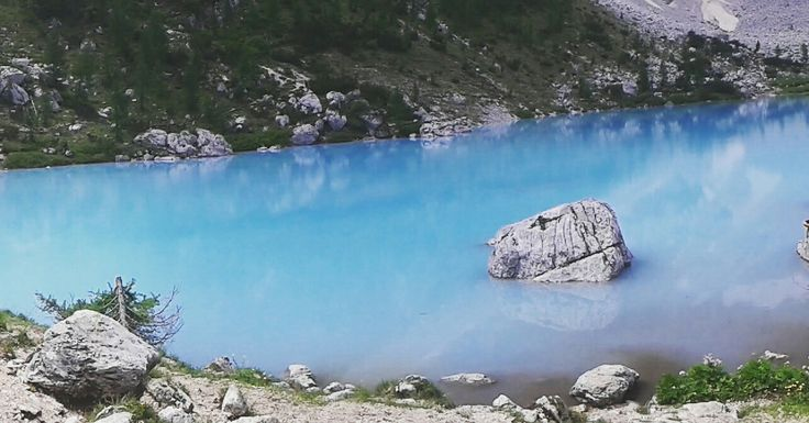 Lago del rifugio vandelli. Per poter vedere il lago più azzurro d'Italia bisogna partire dal passo tre croci ad Auronzo di Cadore (Belluno) #vandelli #viaggi #lastanzadibulga