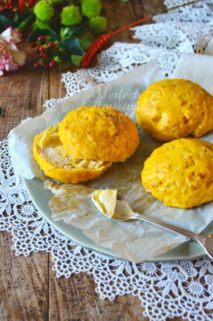 Nigella Lawsons hartige pompoen scones met kaas. Heerlijk voor bij een herfstige high tea of lekker als brunch. Op de DIY- en foodblog Perfect Housewife - to be.