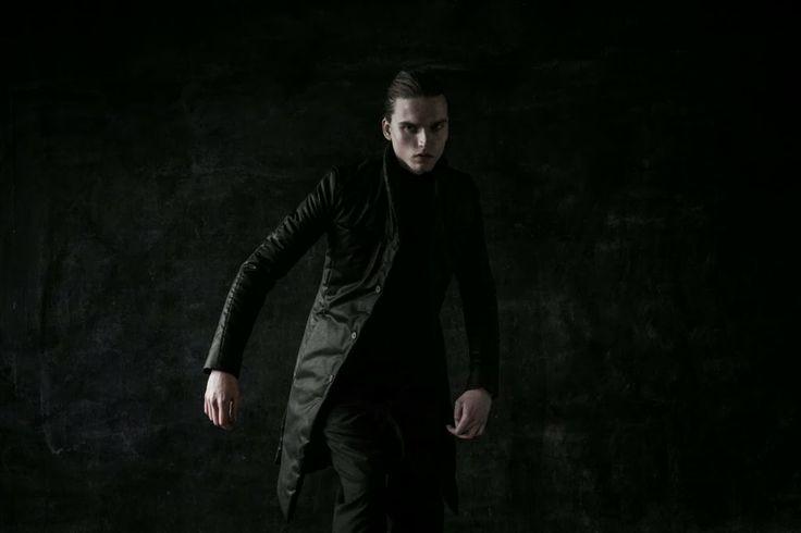 SOSNOSVKA presenta al ninja gótico como tendencia en su colección de invierno | Male Fashion Trends