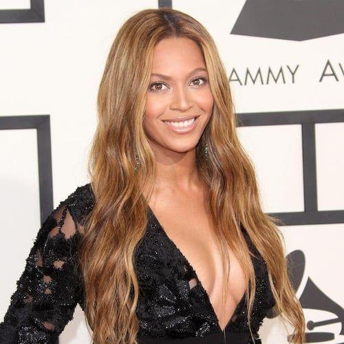 """Beyoncé premia le """"ragazze coraggiose"""" per il primo compleanno dell'album Lemonade"""