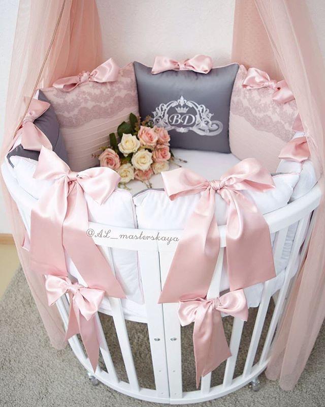 Девочки,хочу рассказать вам об одной удивительной страничке.Феечки из @al_masterskaya творят просто восхитительные комплекты в кроватку для маленьких ангелочков,роскошные конверты на выписку.А для старших деток:покрывала и роскошное постельное белье. Да и просто наблюдать за такой красотой для настроения и вдохновения,одно удовольствиеЗагляните на страничку @al_masterskaya ,чтобы получить эстетическое удовольствие