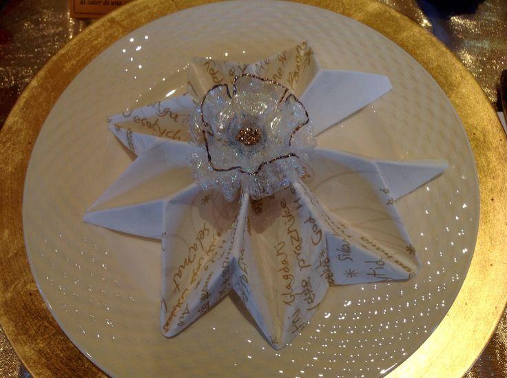 Un segnaposto festoso ed elegante per festeggiare il Natale anche a tavola! Riciclo plastica.