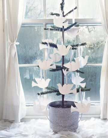 What a great way to capture memories of your loved one, create a memory tree. Guests are asked to write their memory on the dove and hang it on the tree. celebration of life ideas, service ideas
