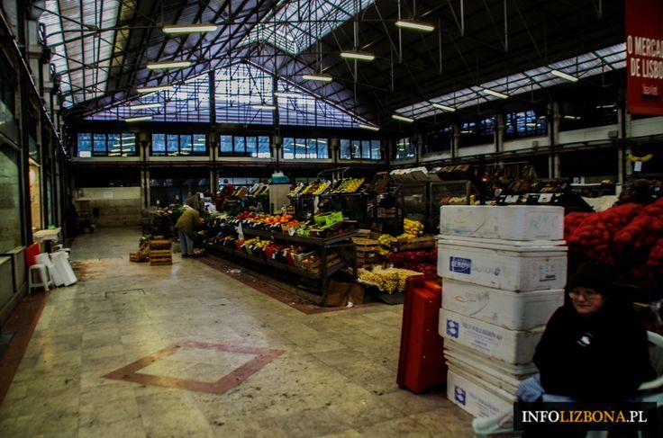 Lizbona i Mercado da Ribeira, czyli ogromny targ rybny i warzywny oraz hala gastronomiczna, swoiste sacrum i profanum jedzenia w Lizbonie. Więcej na: http://infolizbona.pl/mercado-da-ribeira-w-lizbonie-przewodnik/ i http://infolizbona.pl/mercado-da-ribeira-targ-lizbona-fotografie/