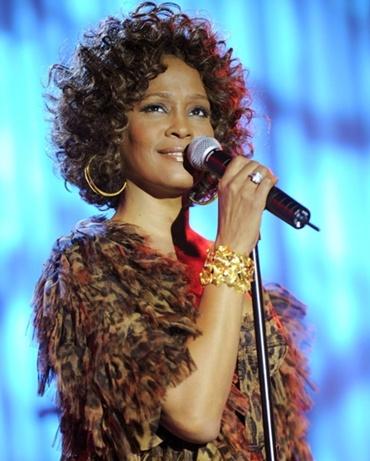 """""""Nobody Loves Me Like You Do"""" (1985): Worth Reading, Whitney Houston, Whitneyhouston, Music Awards, Books Worth, Amazing Things, Whitney Memories, Beautiful People, Amazing People"""
