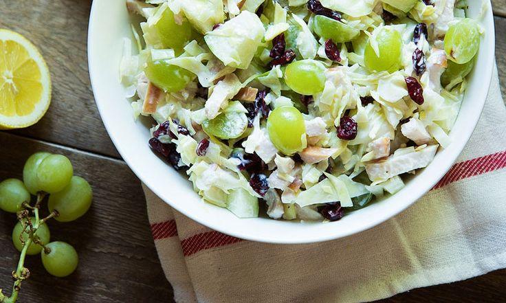 Deze zomerse salade met druiven - eigenlijk ongeacht de temperaturen - is een goede vondst! Een perfecte balans tussen zoet en zuur, tussen knapperig en...