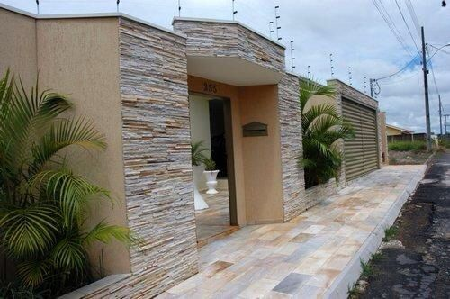 Frente de casa de piedra fachadas pinterest for Casas modernas revestidas en piedra